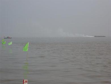 海管浮游拖航