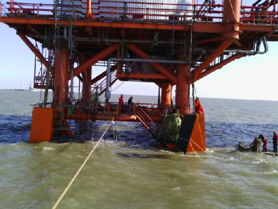 中信能源天时集团月东油田海上采油平台A1、A2靠船件设计、制作、现场安装等项目(2013年)